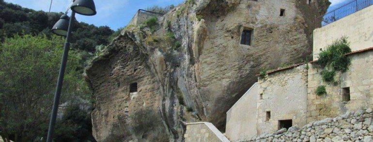 SEDINI il paese costruito nella roccia